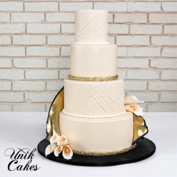 gold-and-black-wedding-cake-1