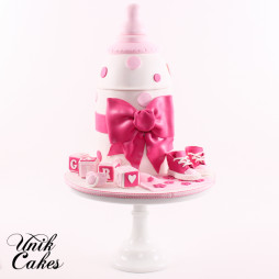 Gold and pink welcome baby cake'