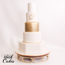 Gold and white simple and elegant cake (2)