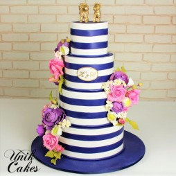 navy-and-white-wedding-cake-with-purple-flowers-5