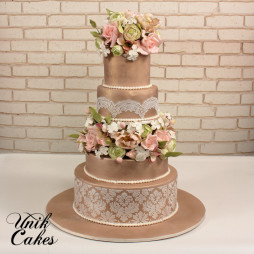 romantic-tan-shimmer-cake-with-flowers-9