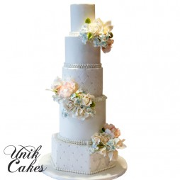 Yana-and-Ryans-wedding-cake