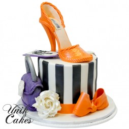 bachelorette-cake-with-shoe-and-hangbag
