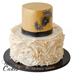 gold-cake-with-black-broach