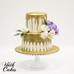 golden bridal shower cake